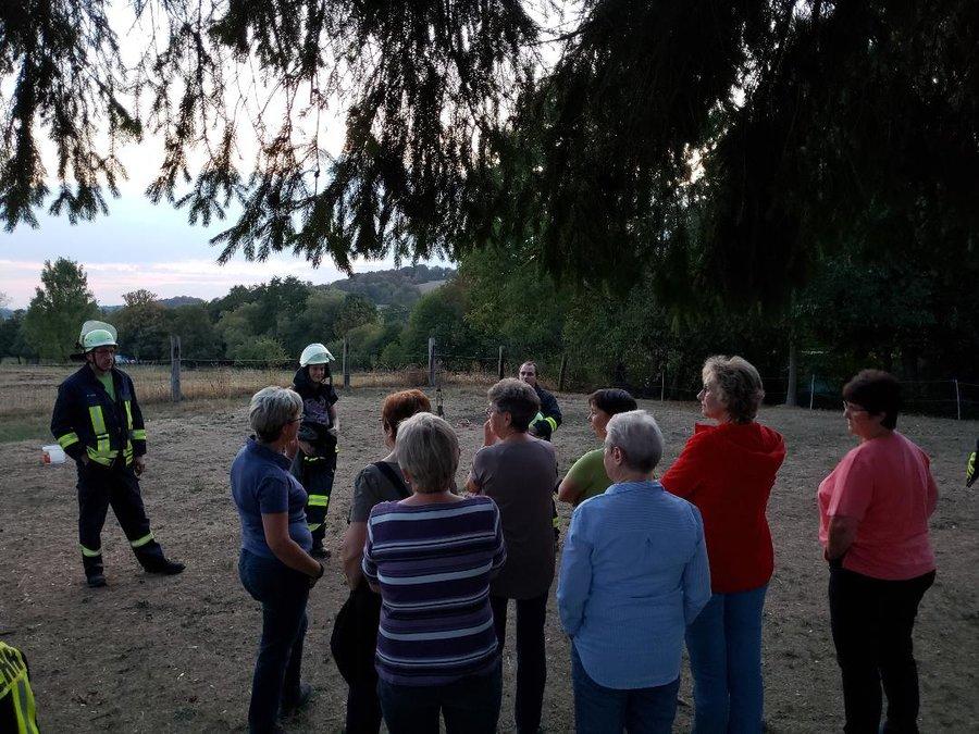 """Unsere Feuerwehrleute und Ortsansässige wurden zum Thema """"Gefahren im Haushalt"""" geschult."""