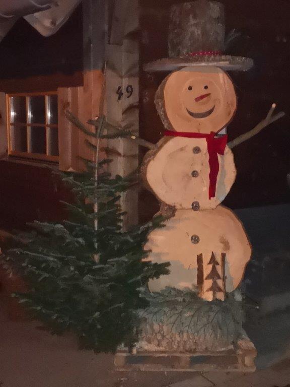 Schneemann aus Holz
