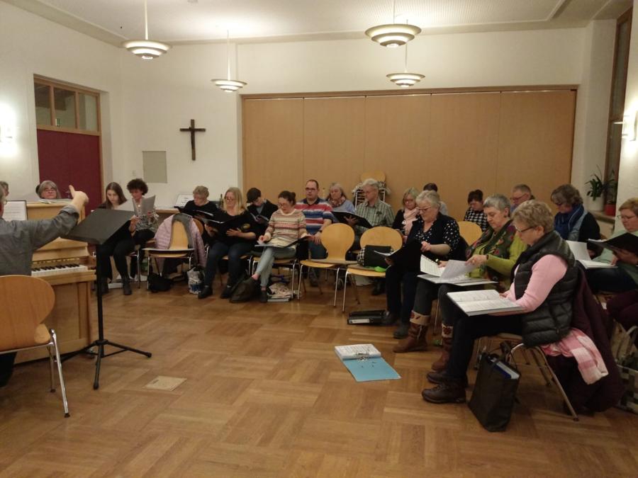 Wir singen gemeinsam mit unseren Gästen