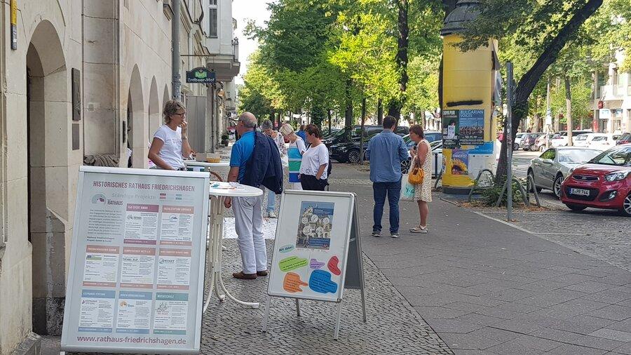Aktionstag vor dem Rathaus Friedrichshagen
