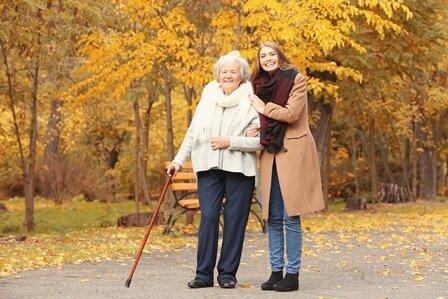 Foto: Häusliche Betreuungsleistung, wie Begleitung, Beschäftigung oder Beaufsichtigung