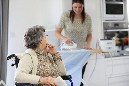 Foro: Ihre polnische Pflegekraft übernimmt die hauswirtschaftliche Versorgung, wie z.B. das Reinigen der Wohnung