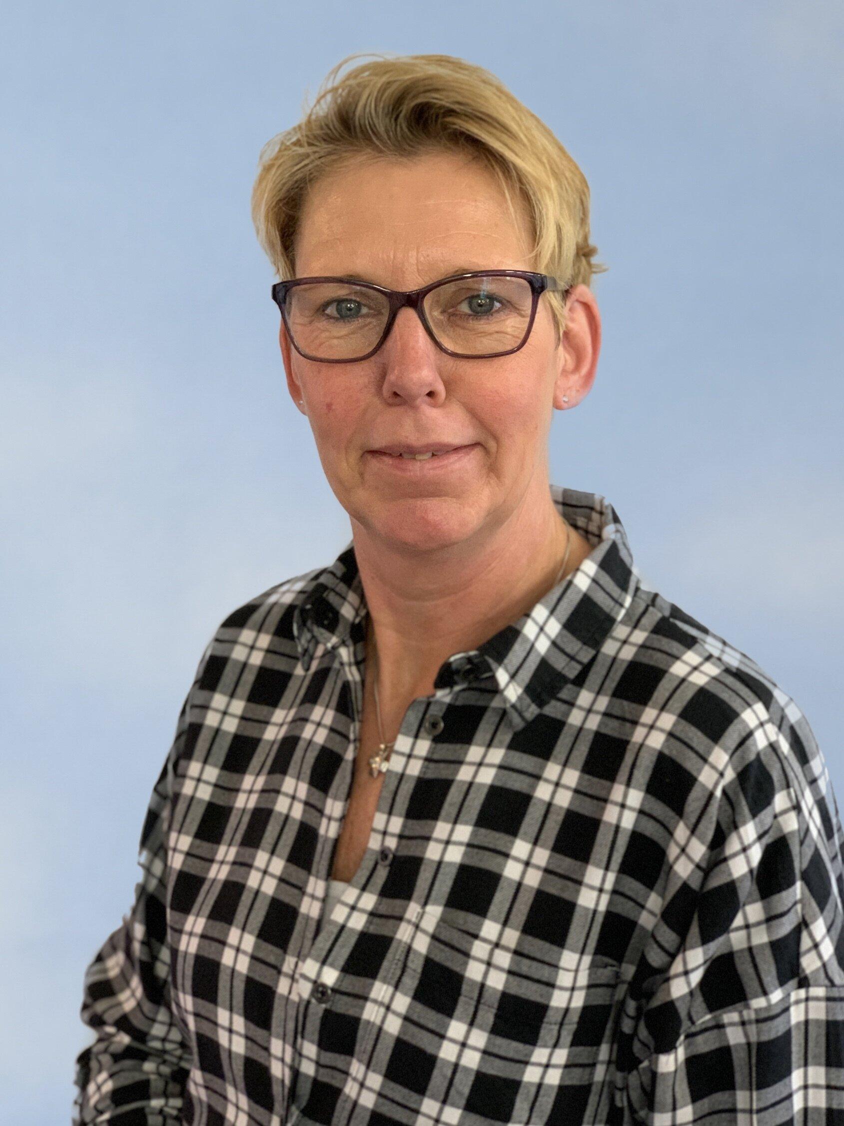 Frau Stefanie Schmitz