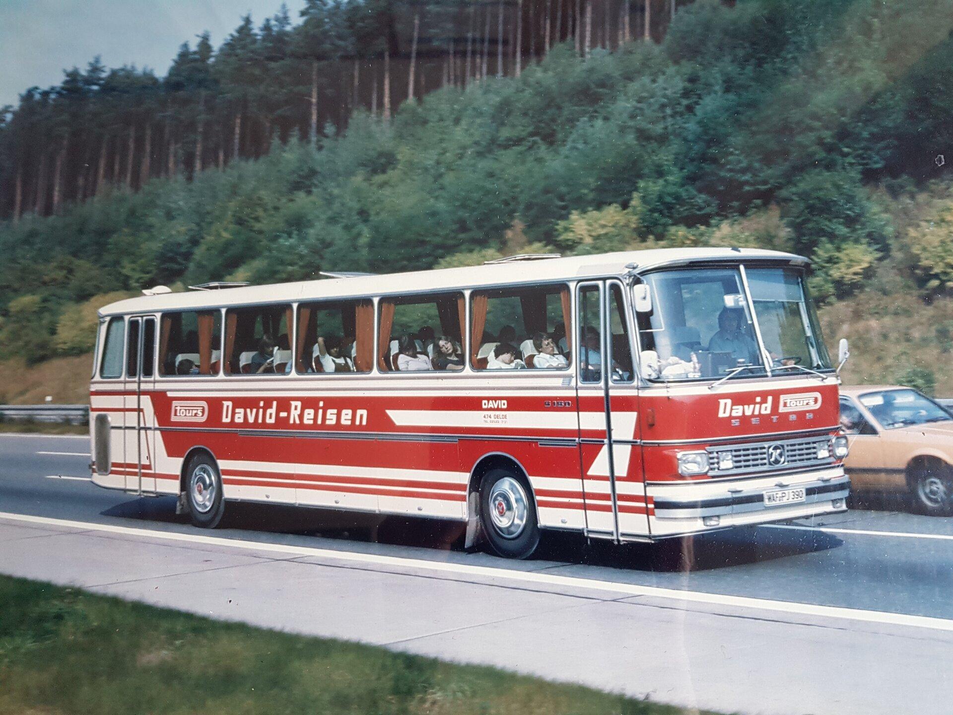 Fr_herer_rot_wei_er_Bus
