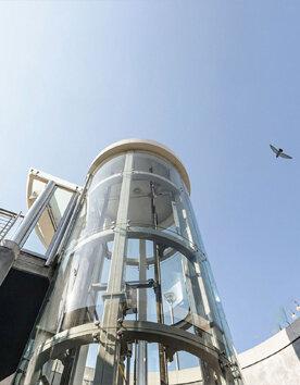 Runder Aufzug Giotto als Außenaufzug im Aussenbereich