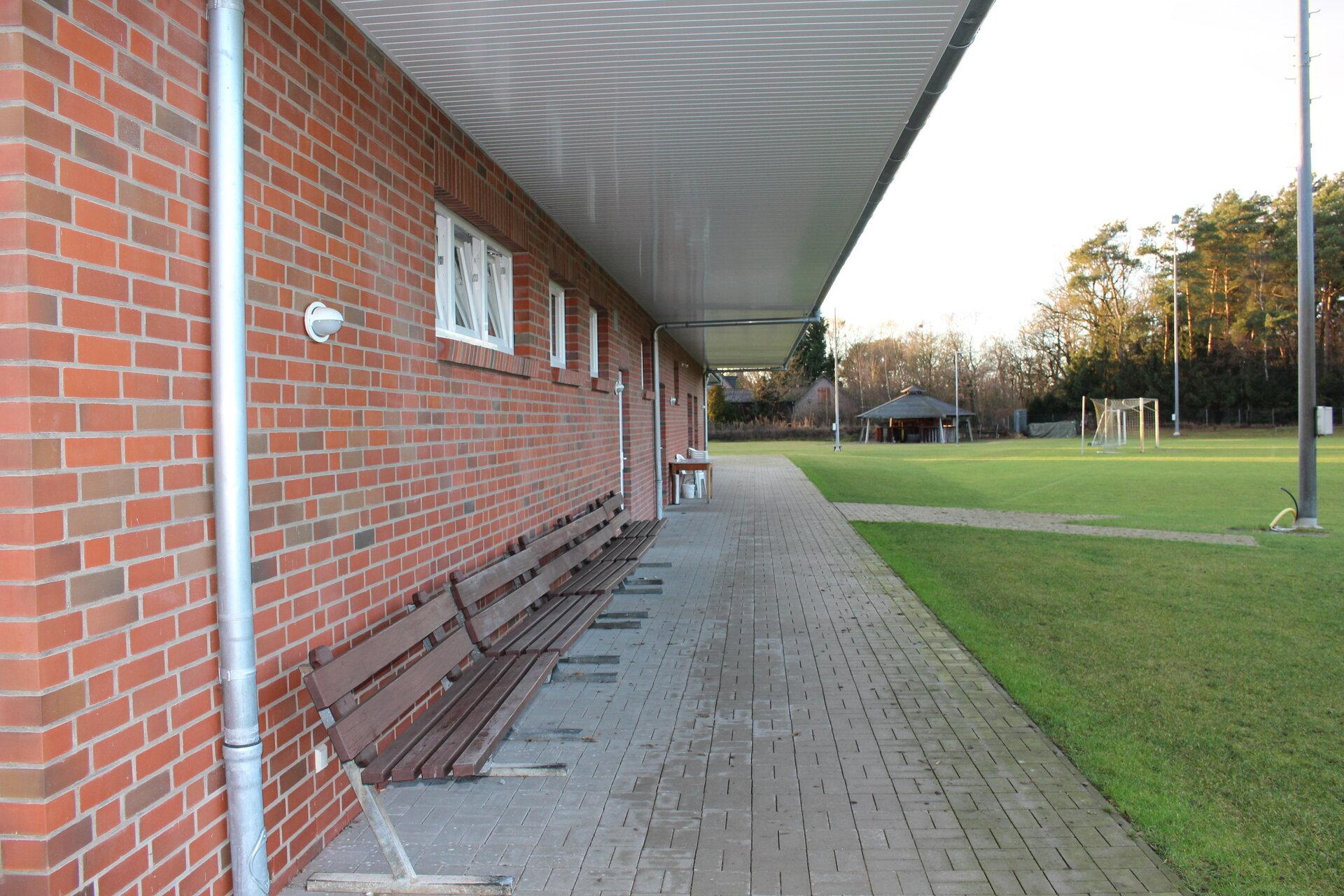 Vordach_Sporthaus_Platzseite