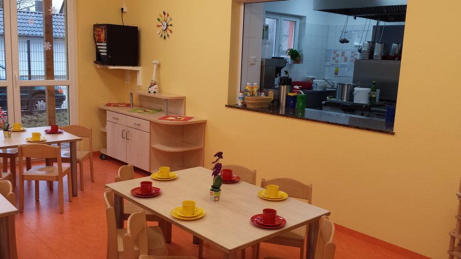 Kinderrestaurant mit Blick in die Küche