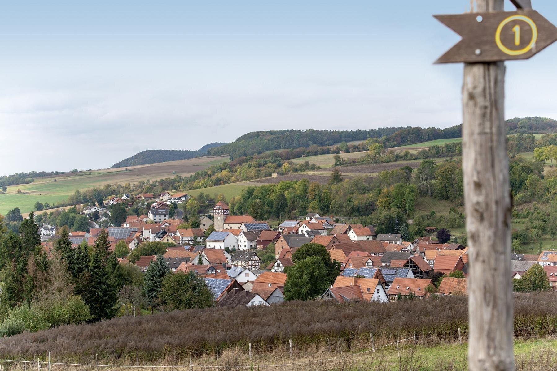 Der Premiumwanderweg P20 Ulfener Karst ist in Kooperation mit dem Geo-Naturpark Frau-Holle-Land entstanden.