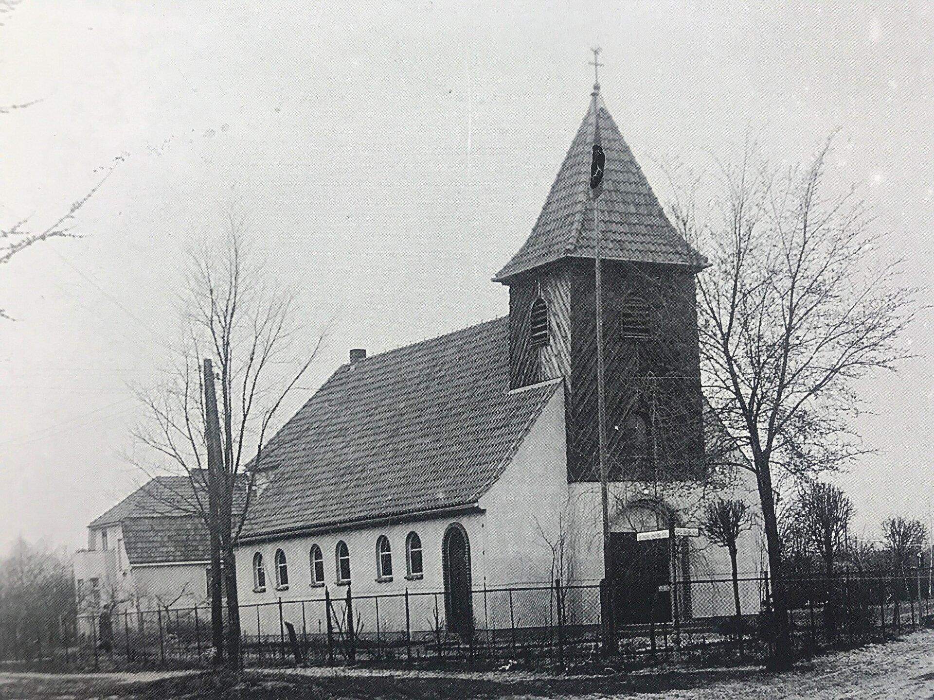 Unser Bild zeigt die Katholische Kirche 'Sankt Konrad' in der Ringpromenade, deren Grundsteinlegung am 17. Juni 1934 erfolgte die Grundsteinlegung (Quelle: Museum und Galerie Falkensee)
