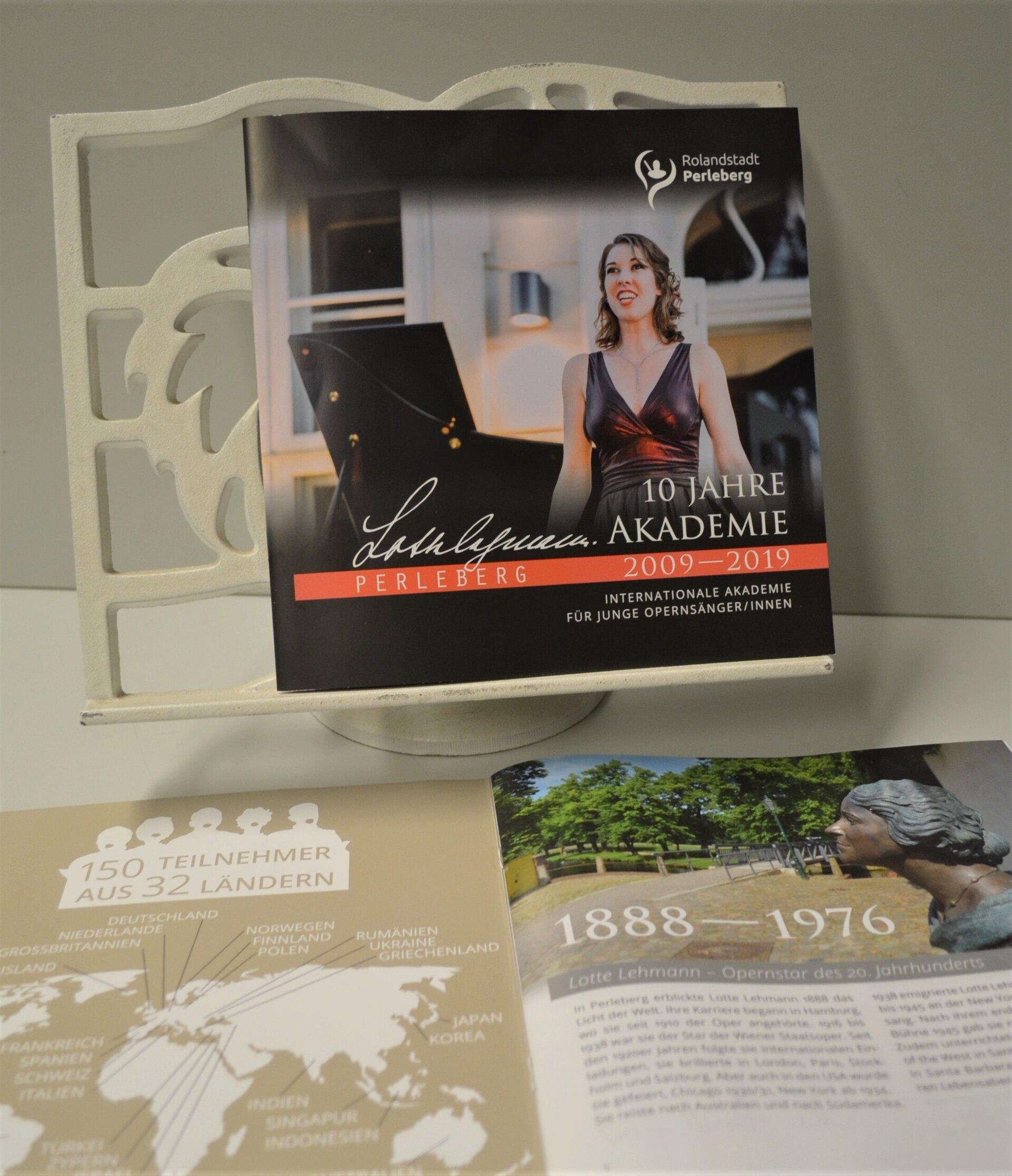 Broschüre über die Lotte Lehmann Akademie