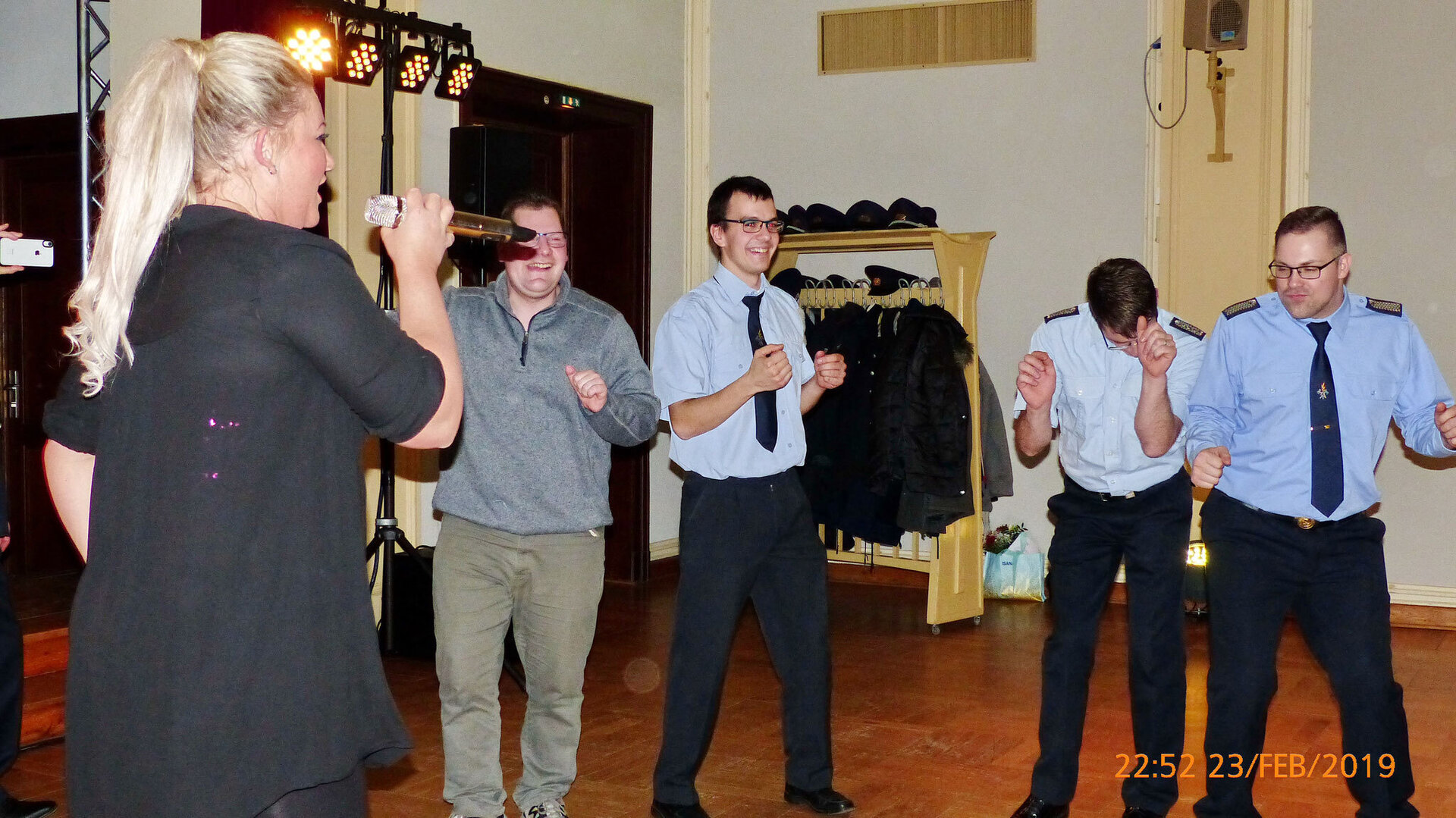 Tanzende Kameraden