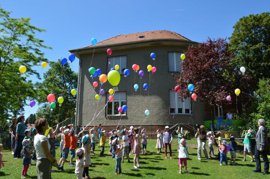 Luftballonaktion in der Kita Falkennest