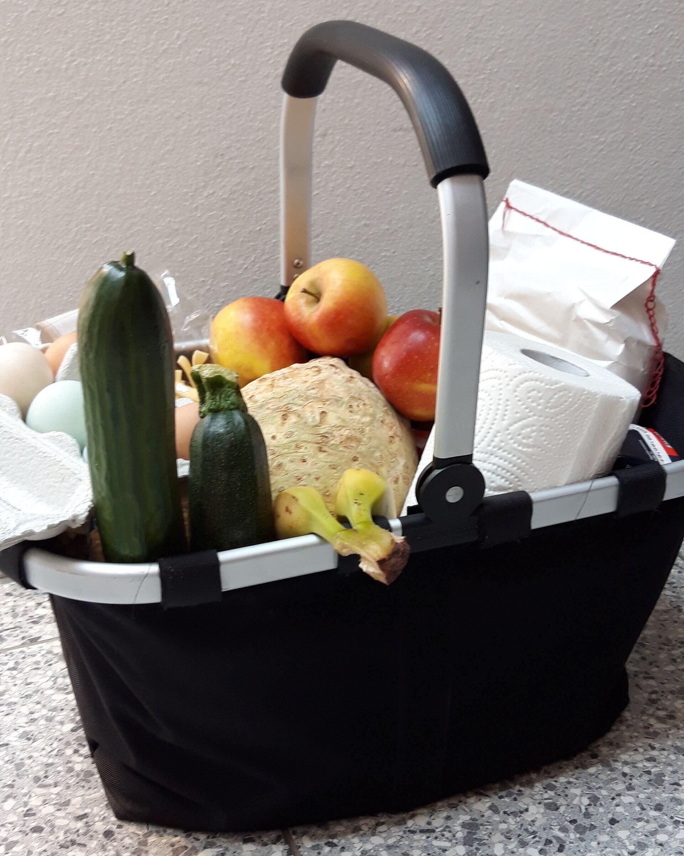 Korb mit Lebensmittel