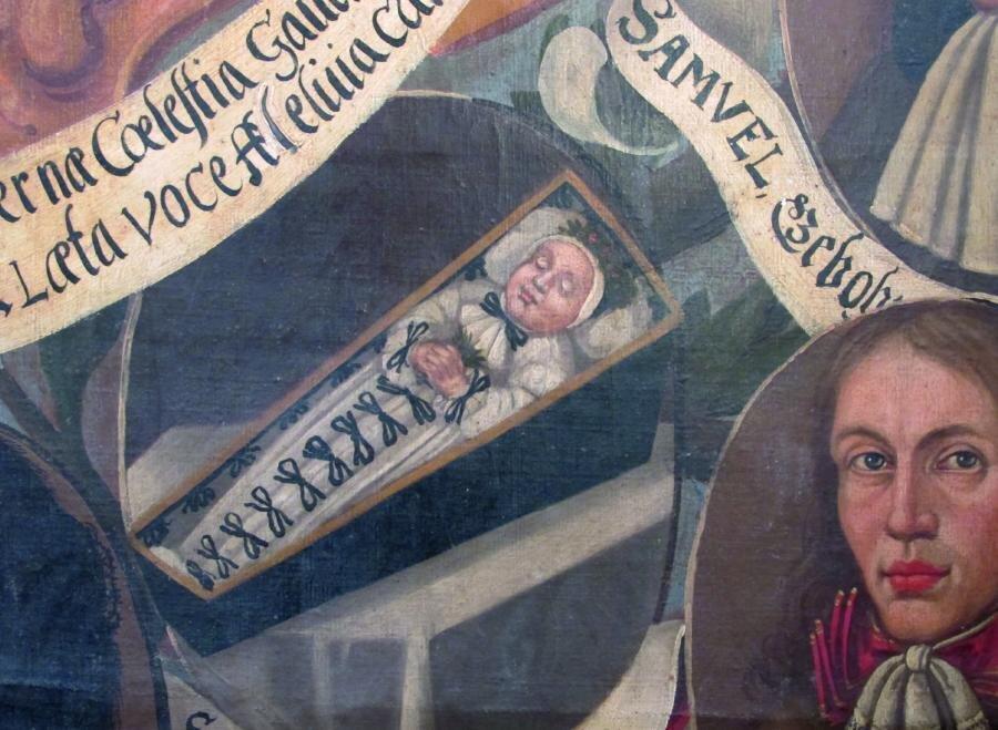 Sargporträt für einen 1664 verstorbenen Säugling mit Totenkrone. Ausschnitt aus dem Gedächtnisbild der Familie Hasse von 1687