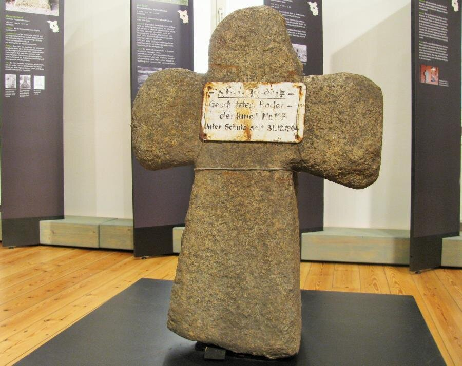 Sühnekreuz von Sergen in der Ausstellung