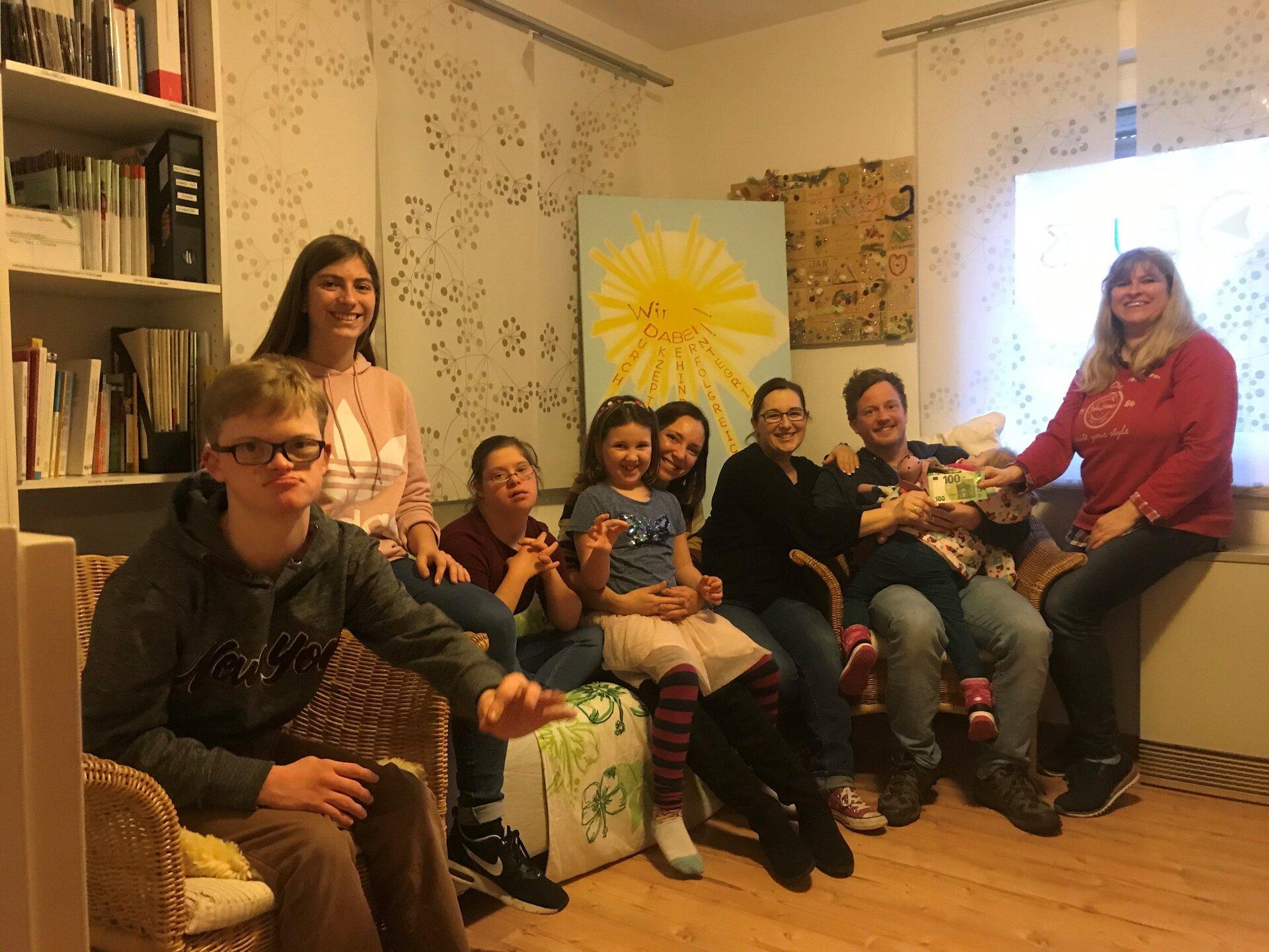 Auf dem Bild sieht man Simon und Carolin Doering, Maja Hoffmann, Paula und Christina Luhn, Tanja und Thorsten Bruns und Petra Doering
