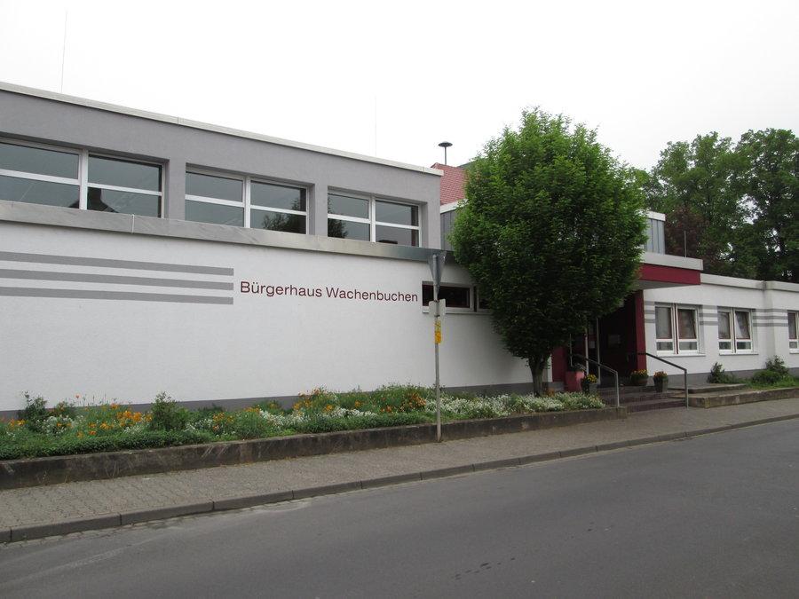 Bild zeigt den Eingang zum Bürgerhaus in Wachenbuchen; Bild: Stadt Maintal