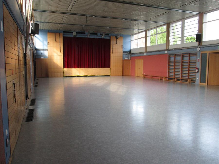 Bild zeigt den Saal; Bild: Stadt Maintal