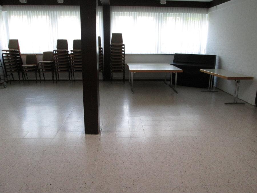 Bild zeigt den Seminarraum im EG