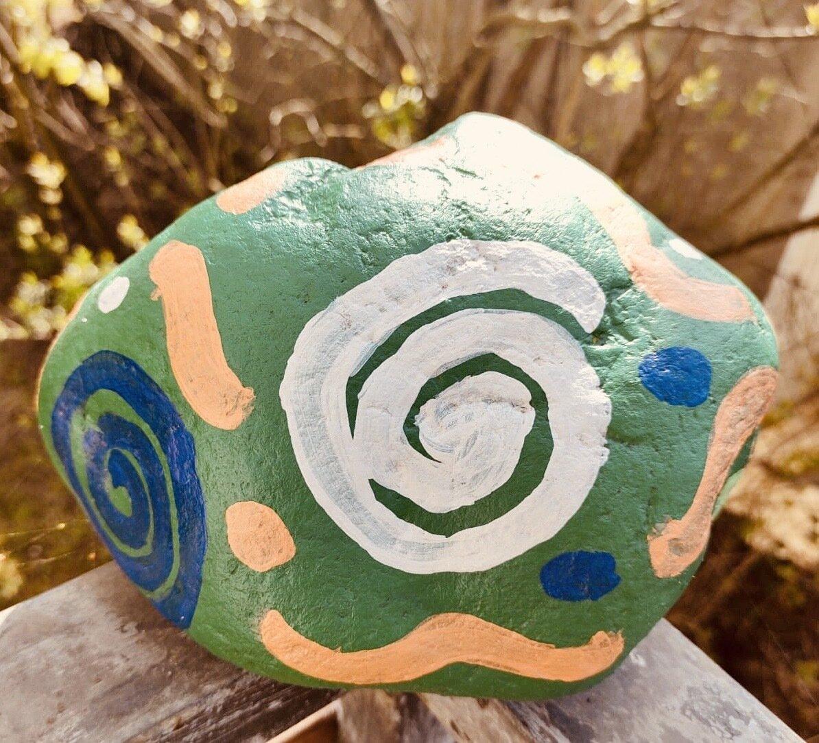 Bild zeigt einen bemalten Stein