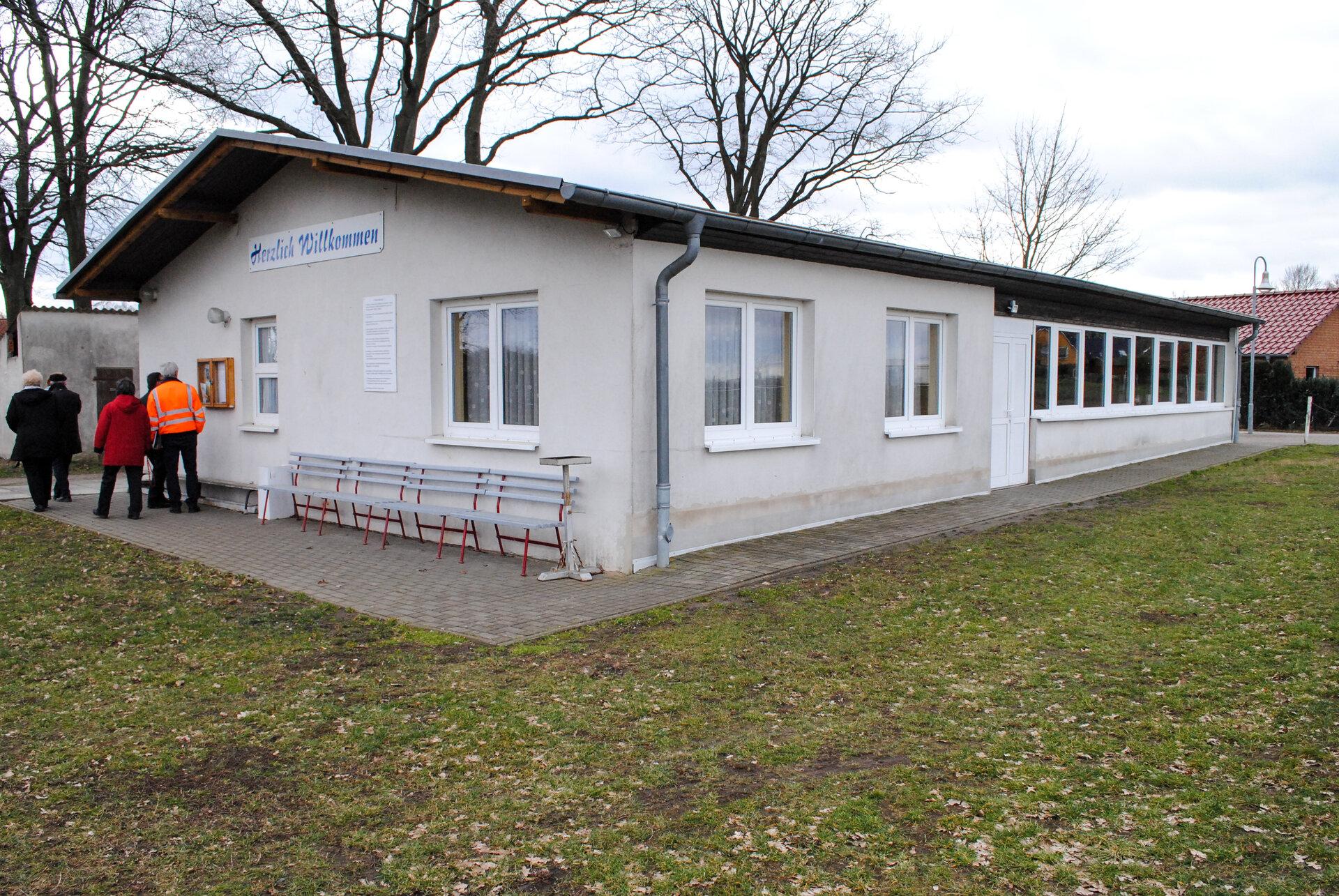 Beveringen-Gemeindehaus-Sporthaus-3