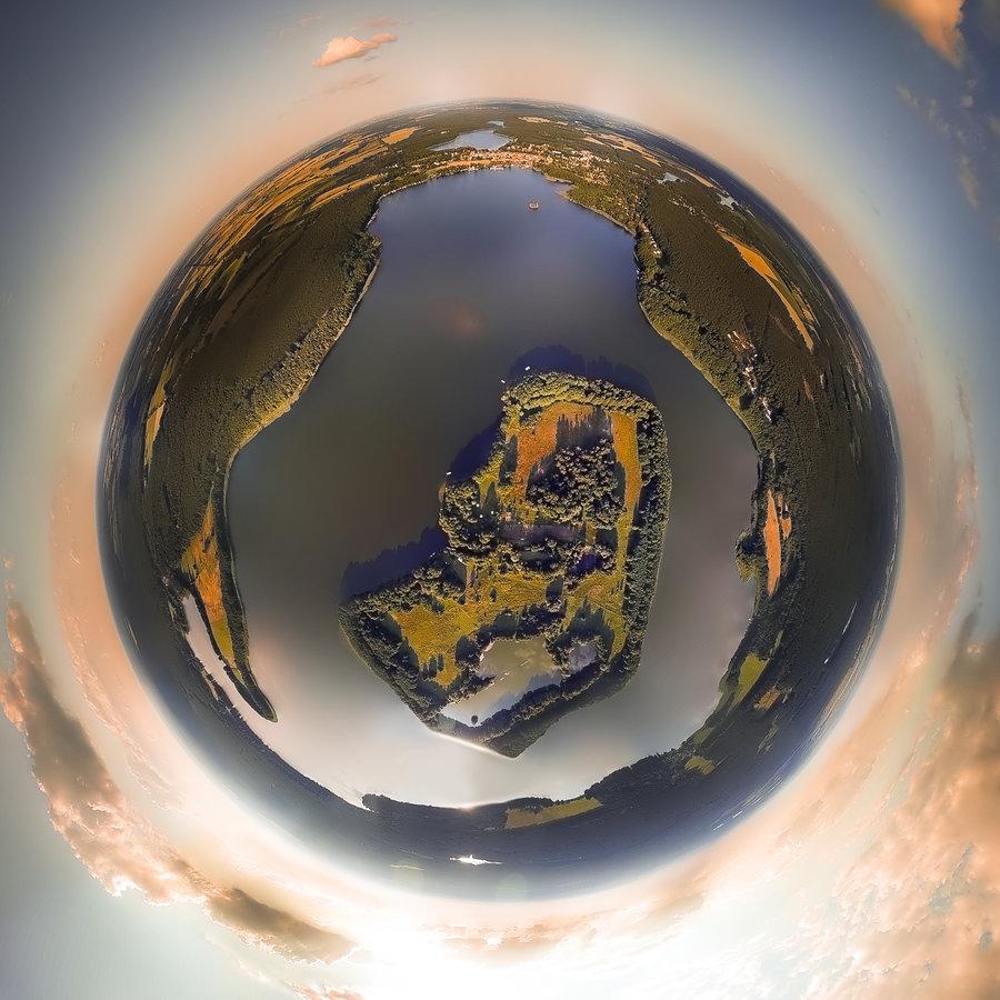 Luftaufnahme_Lindow_Mark_mit_Insel_Tiny_Planet_Effekt_300dpi