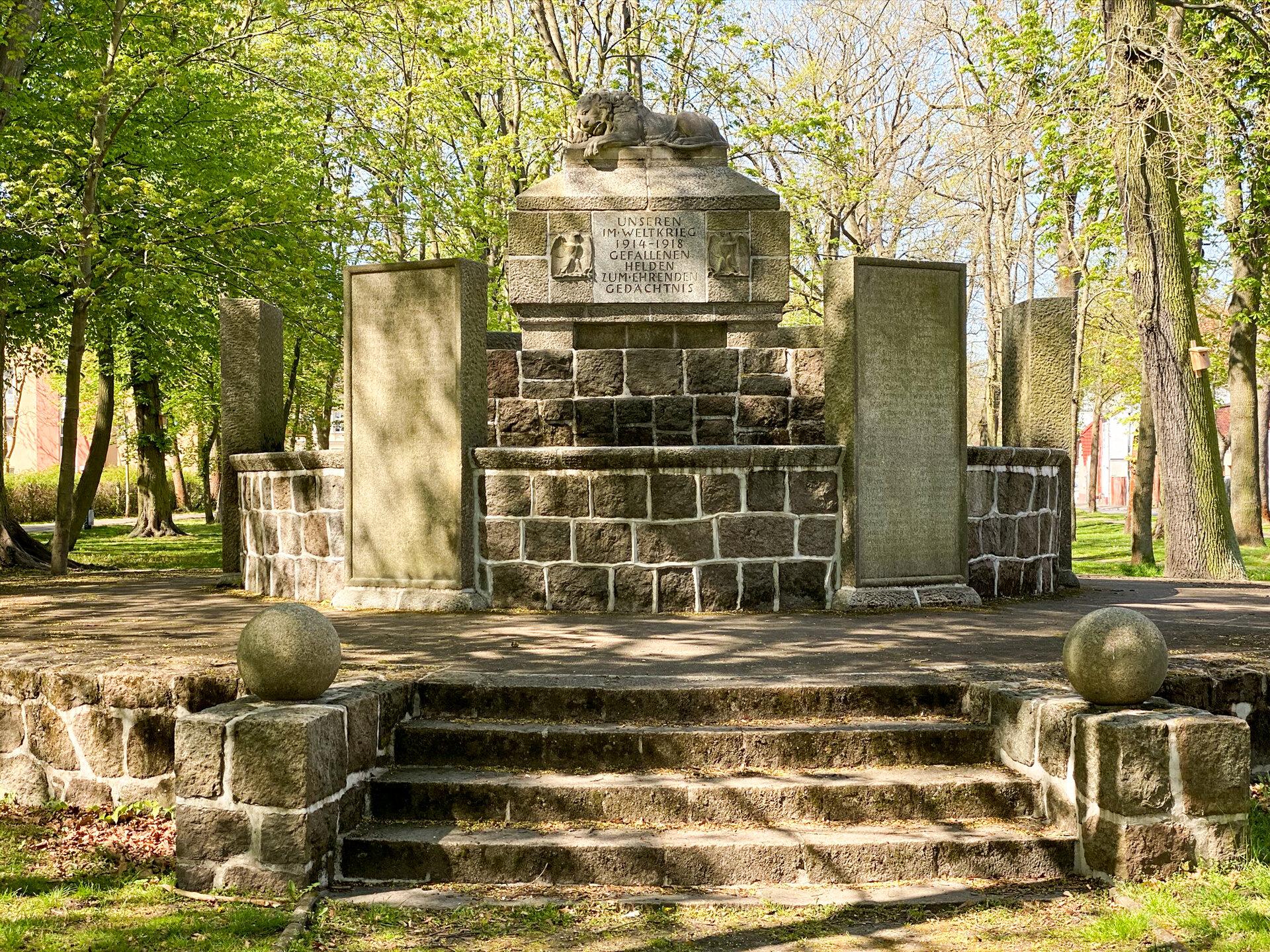 Pritzwalk, Park am Postplatz: Denkmal für die Gefallenen des Ersten Weltkriegs (1914-1918)