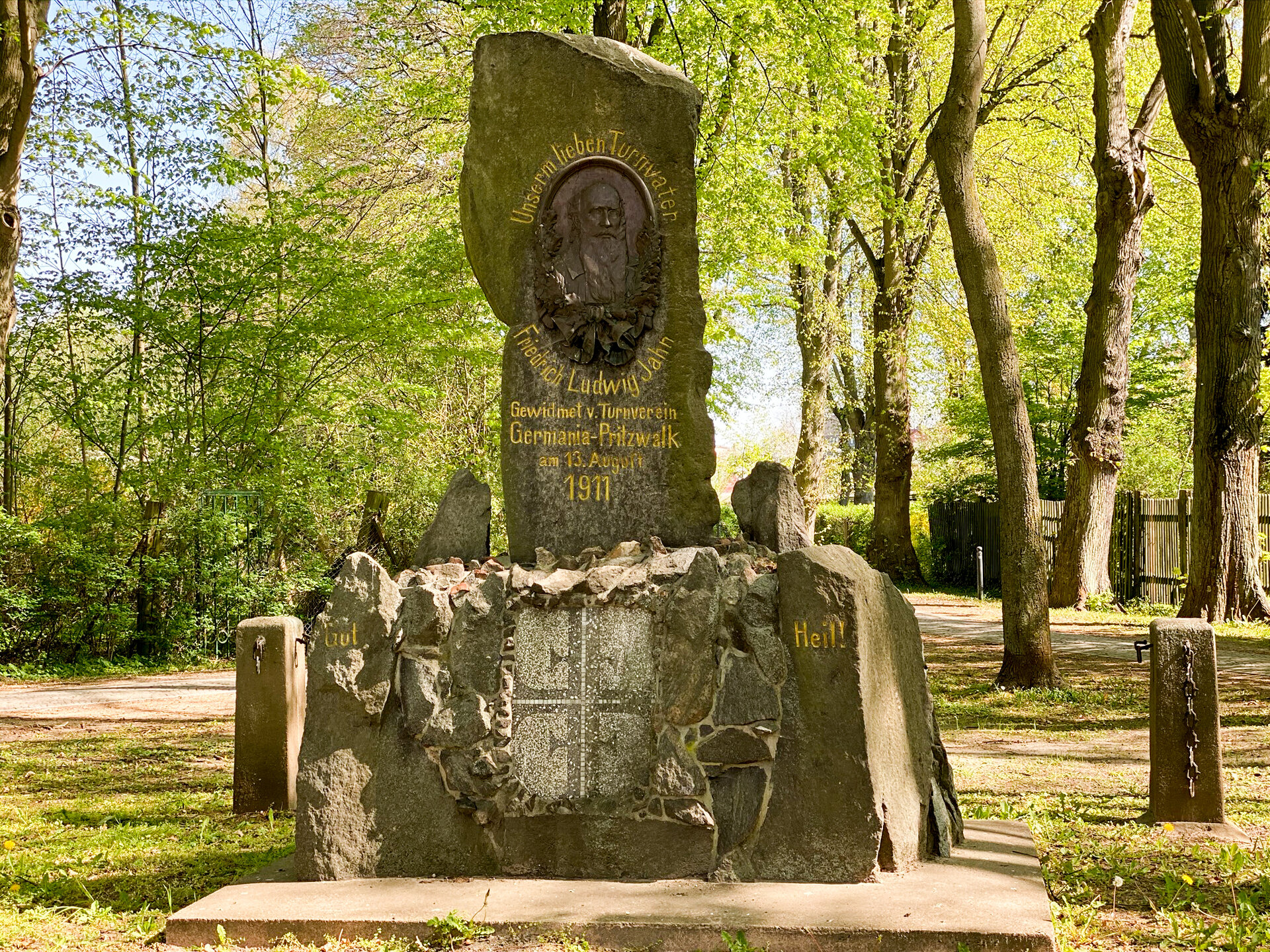 Im Hagen: Denkmal zu Ehren von Friedrich Ludwig Jahn (1911)