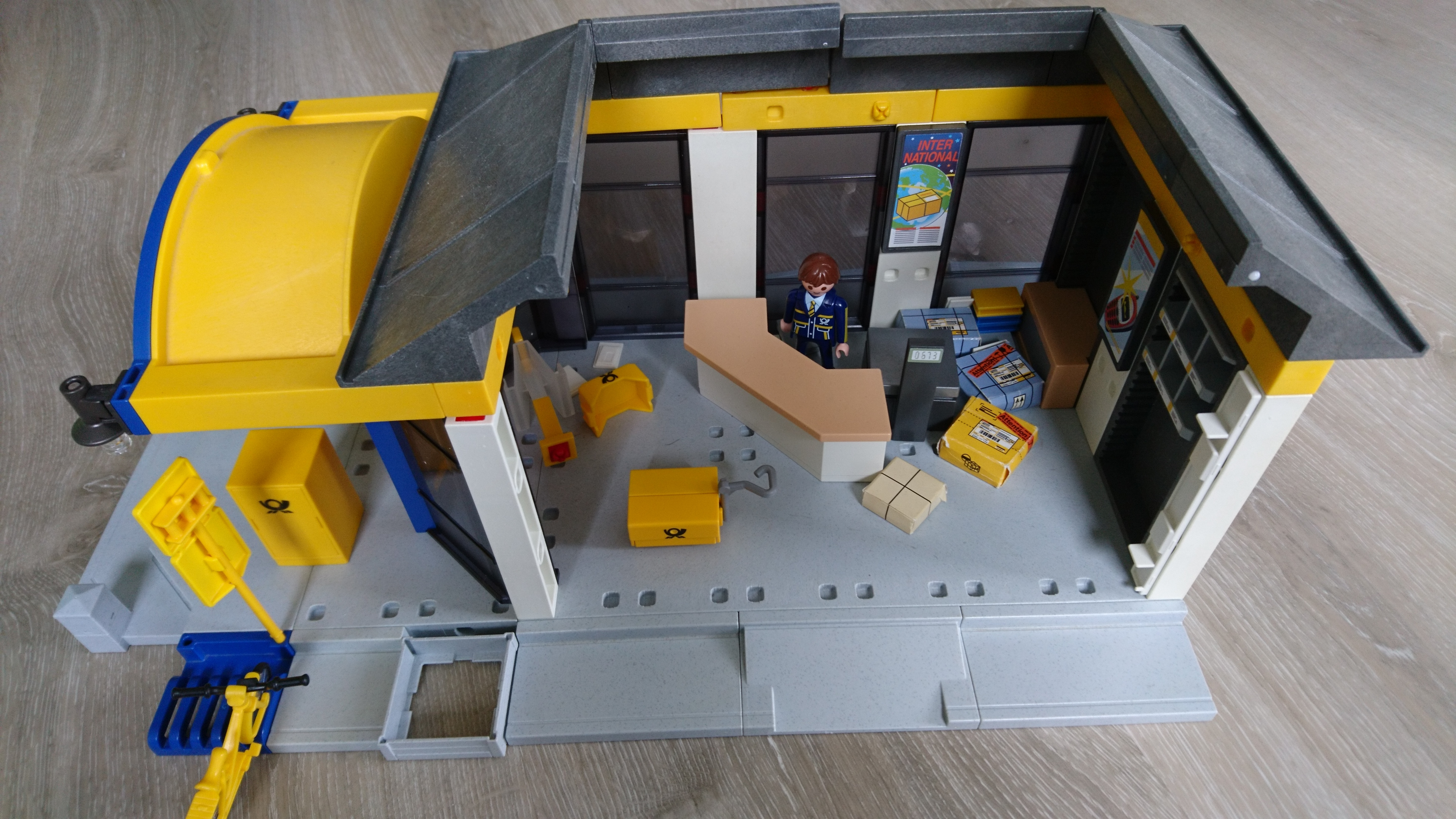 Playmobil Post