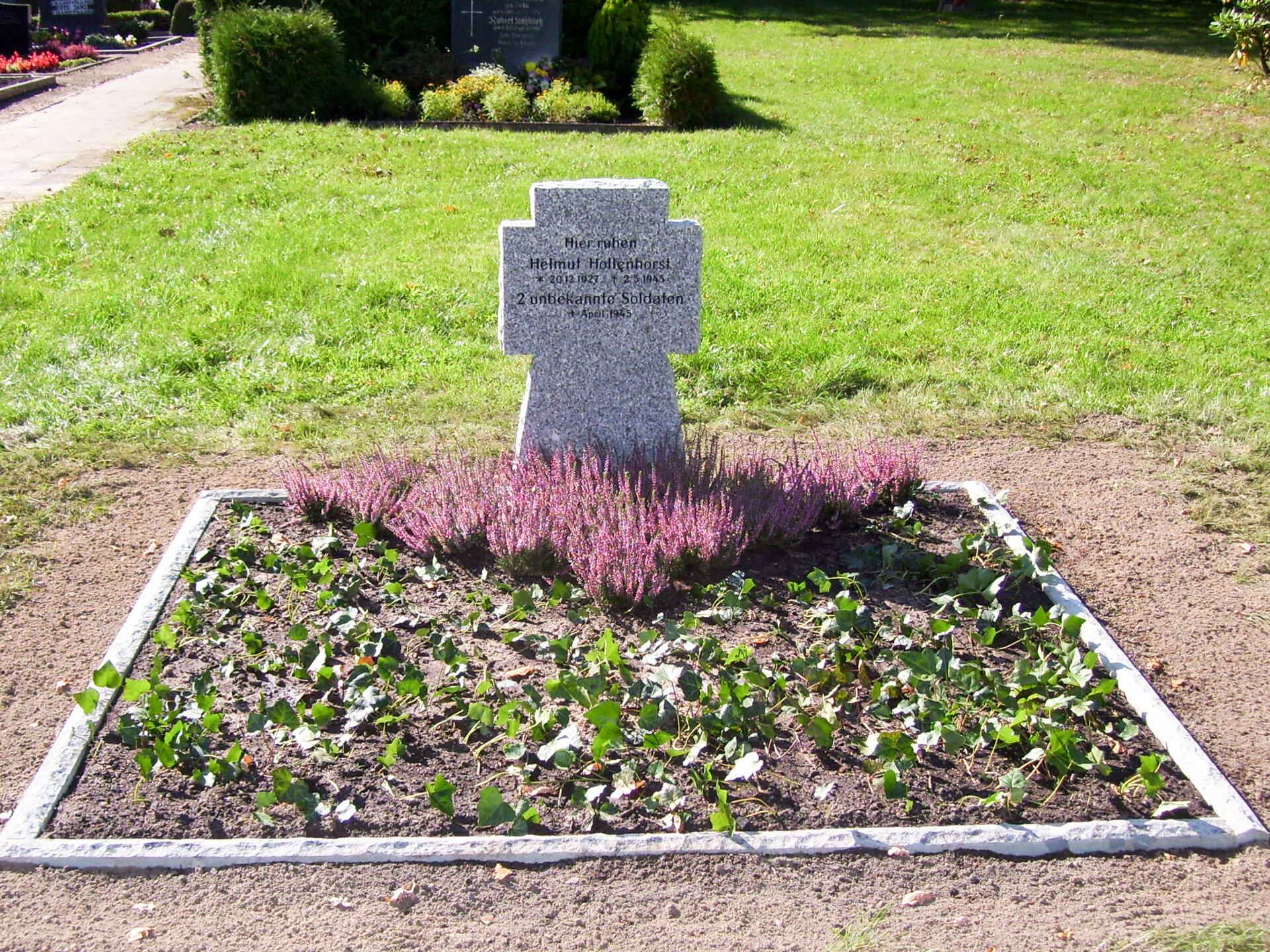 Buchholz, Friedhof: Ehrengräber für drei im Zweiten Weltkrieg gefallene Soldaten