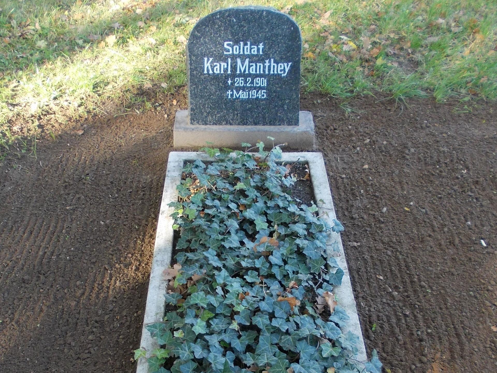 Falkenhagen, Friedhof: Ehrengrab für einen im Zweiten Weltkrieg gefallenen Soldaten