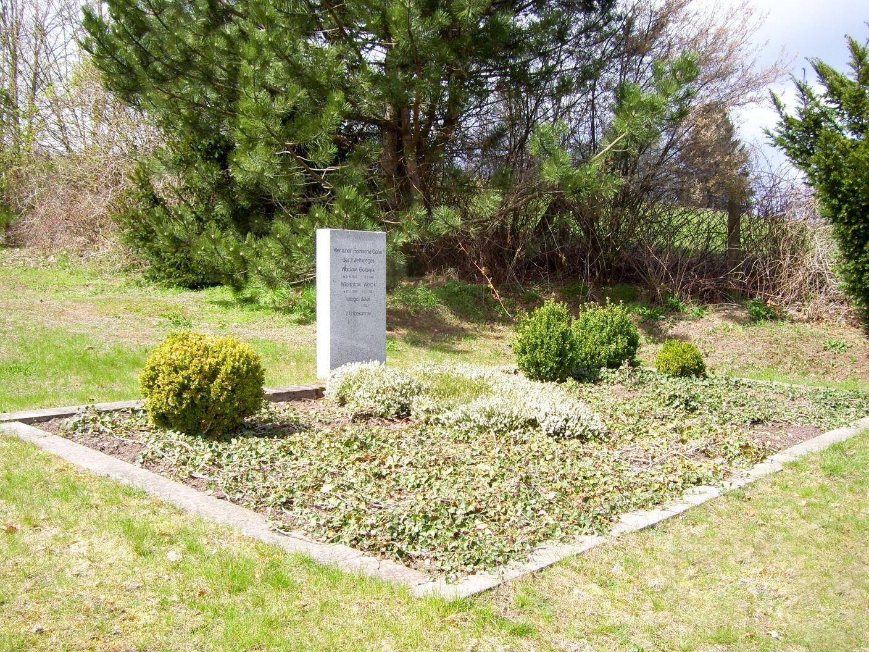 Giesensdorf, Friedhof: Ehrengrab für fünf polnische Kriegsopfer (Zivilpersonen)