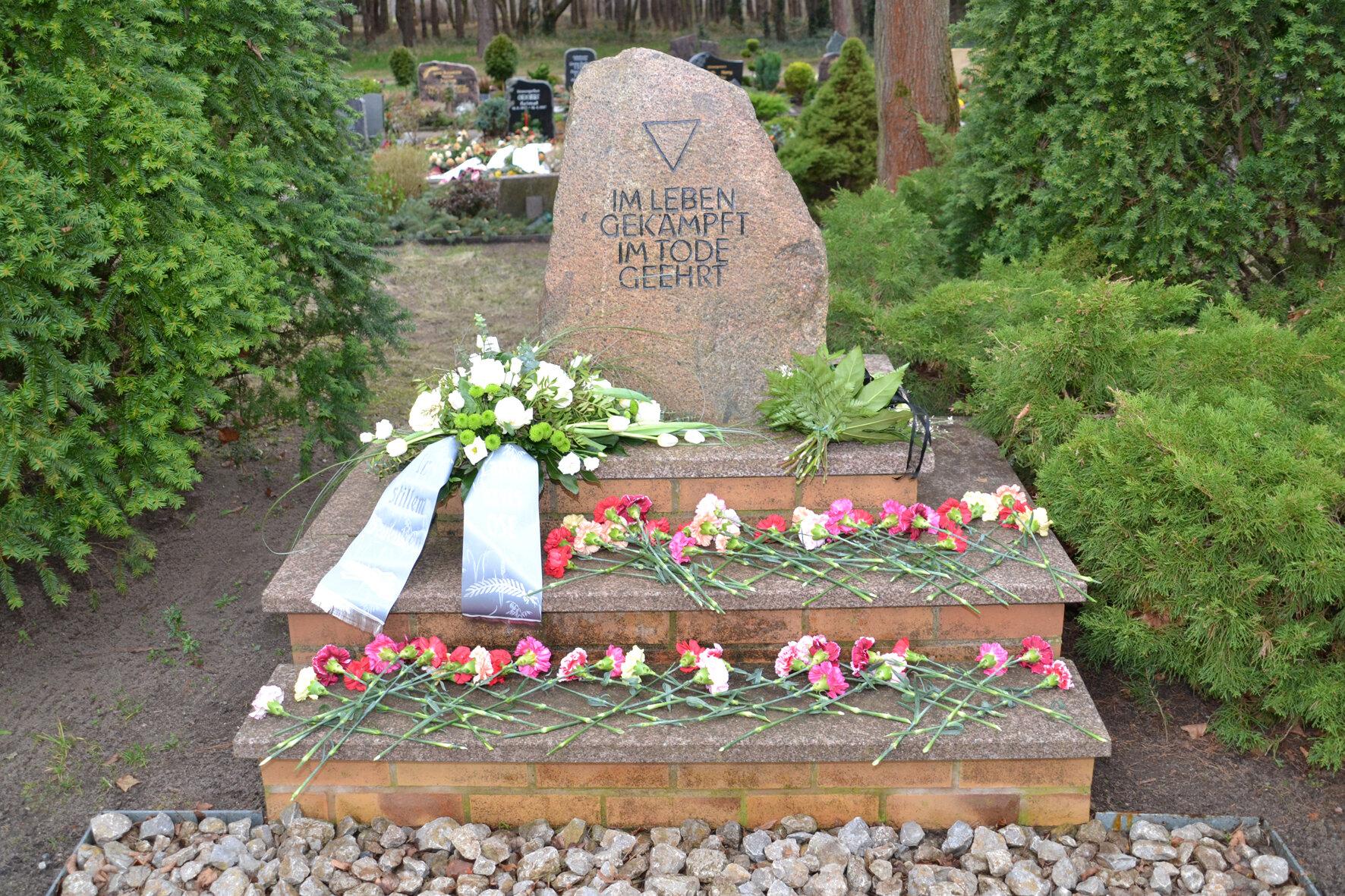 Gedenkstein auf dem Hauptfriedhof Zerkwitz