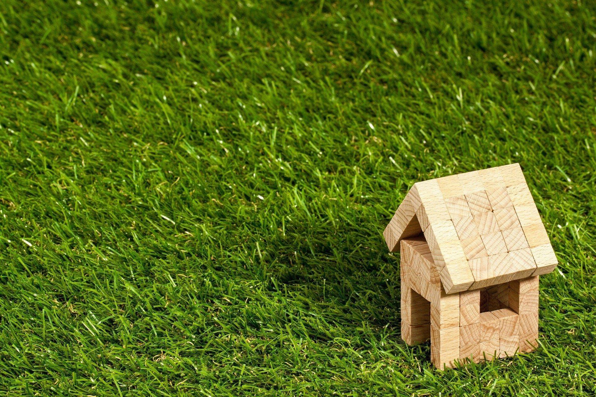 Spielzeughaus aus Holz