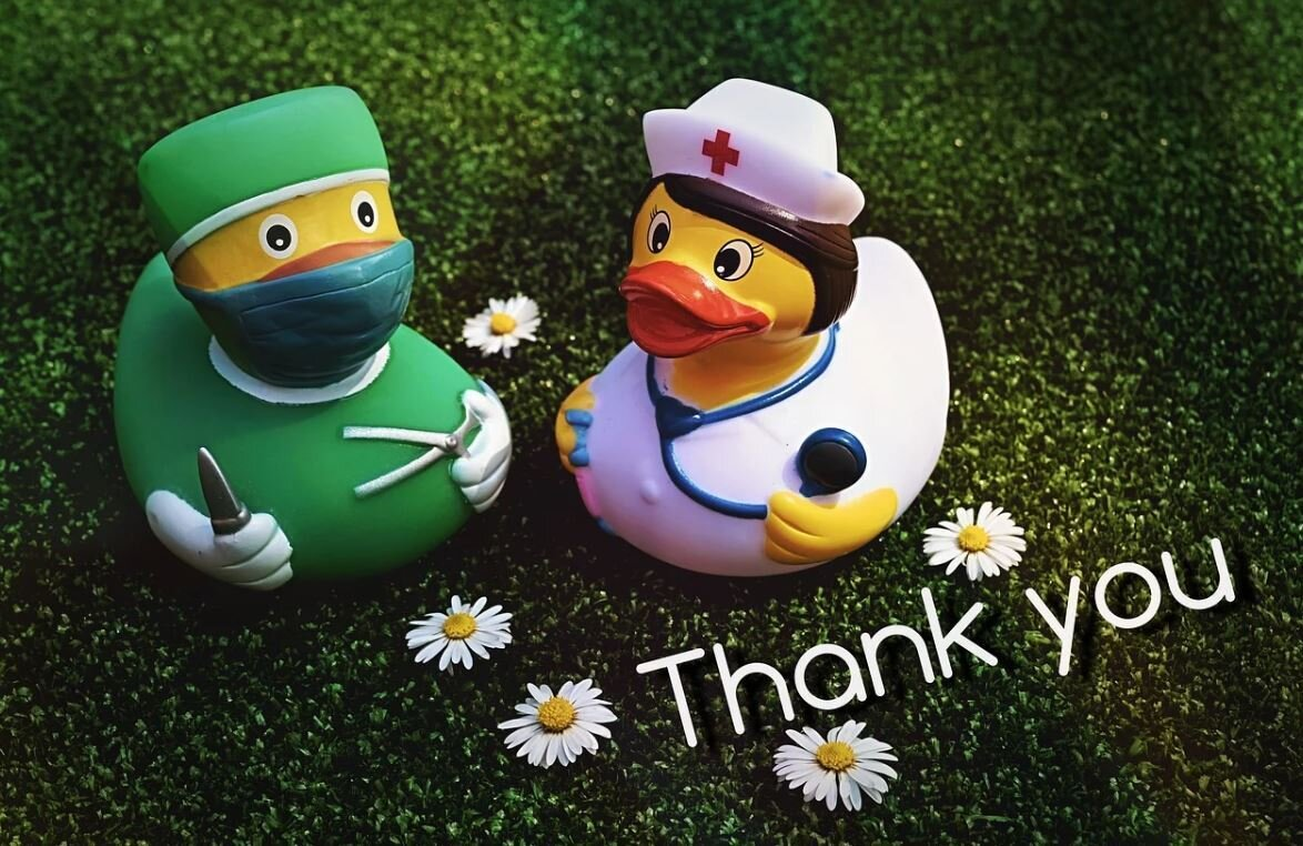 Bild zeigt Badeenten in Arztkleidung; Bild: pixabay