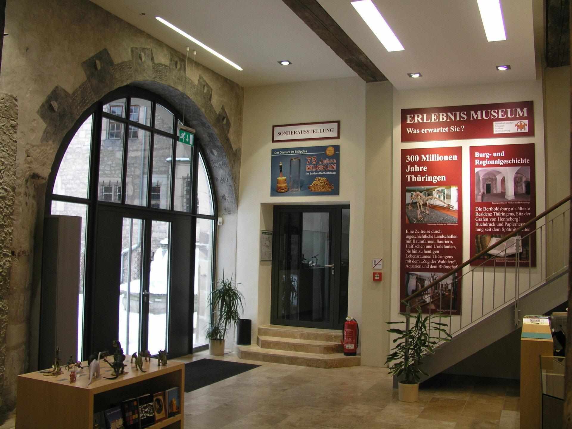 Foyer NHMS