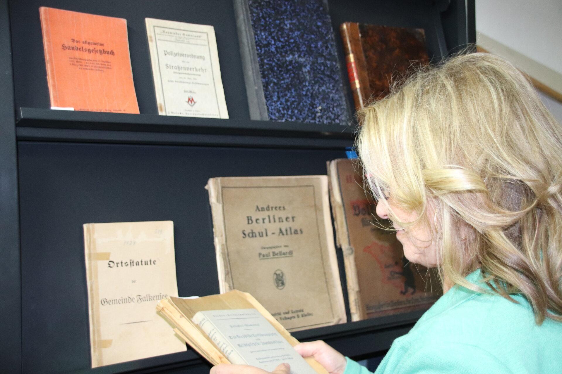Die Archivbibliothek beherbergt u. a. Belegexemplare und Fachliteratur.
