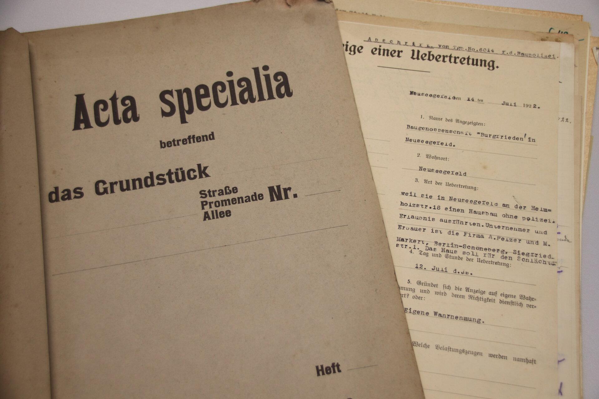 Im Stadtarchiv werden Dokumente und Unterlagen archiviert.