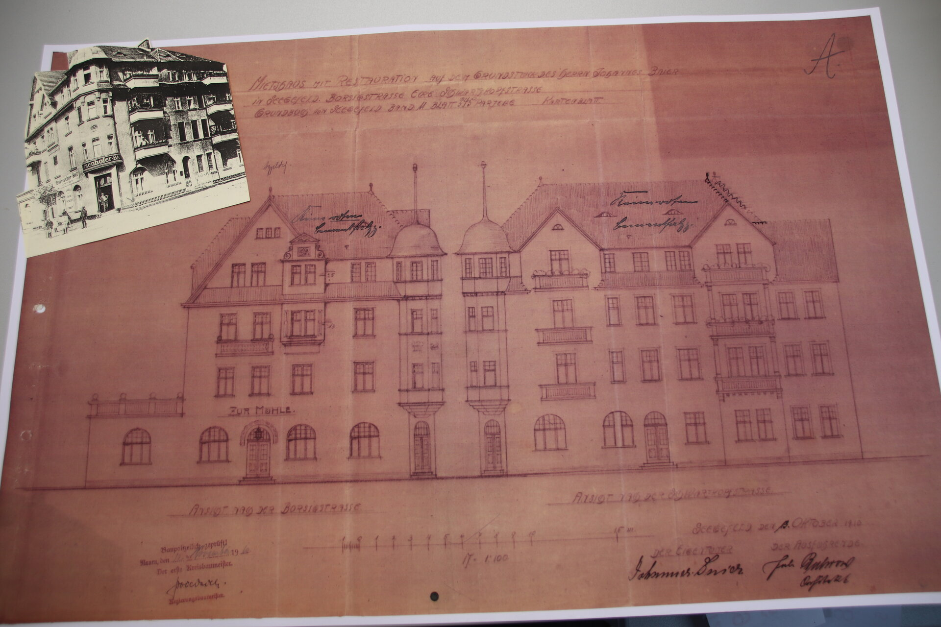 Das Stadtarchiv beherbergt auch Pläne und Ansichten alter Gebäude, hier vom ehemaligen Bayerischen Hof.