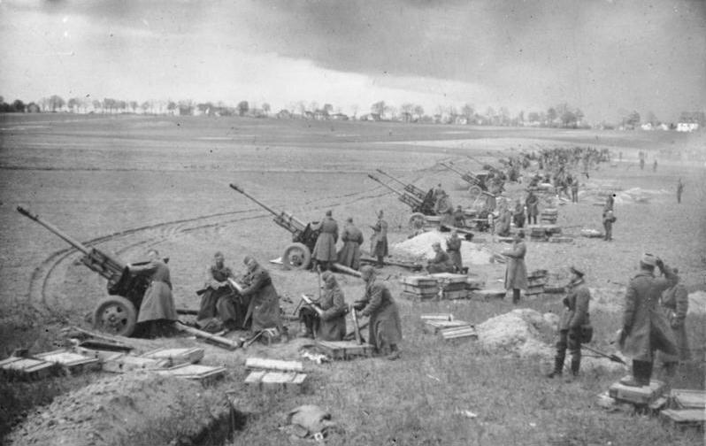Zweiter Weltkrieg: Die Schlacht um die Seelower Höhen 1945, Sowjetische Artillerie vor Berlin, Bundesarchiv