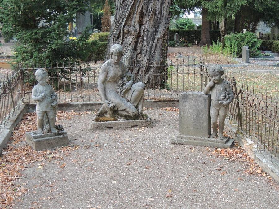 Grabmale auf dem historischen Friedhof
