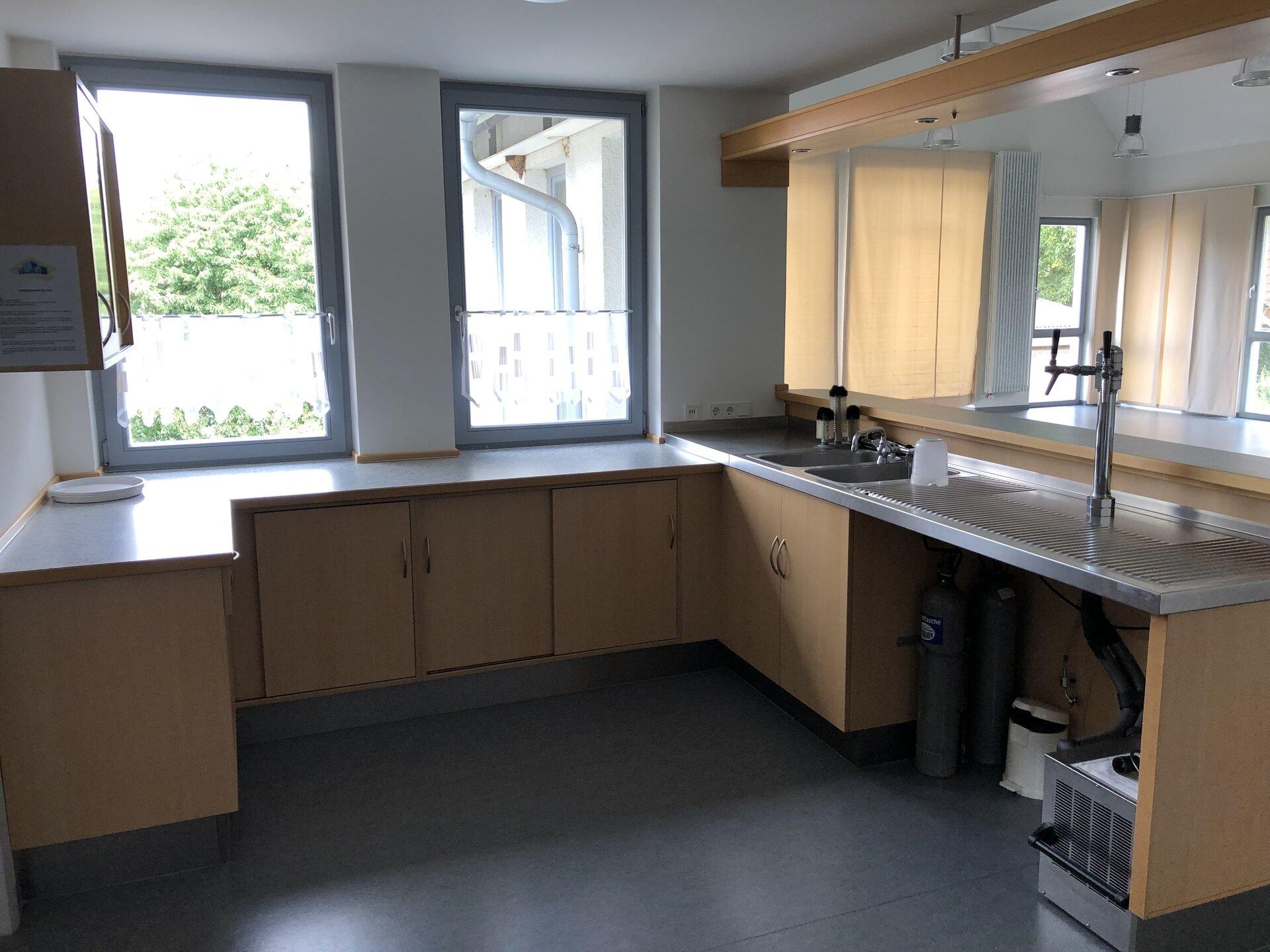 Blick in die Küche / Thekenbereich 1