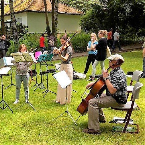 Kammer-Ensemble_rechts_Quadrat