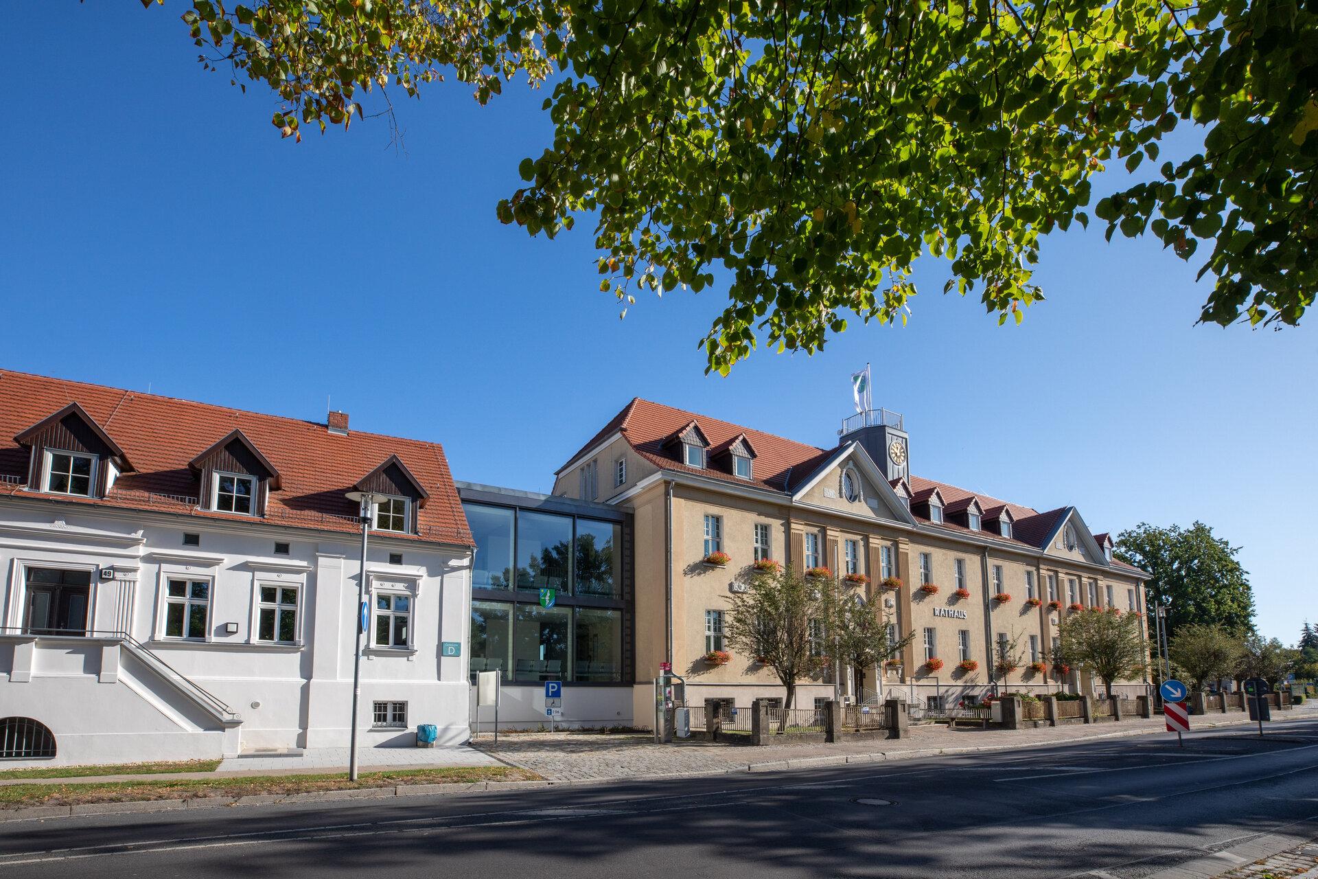 Das Bild zeigt das Rathaus.