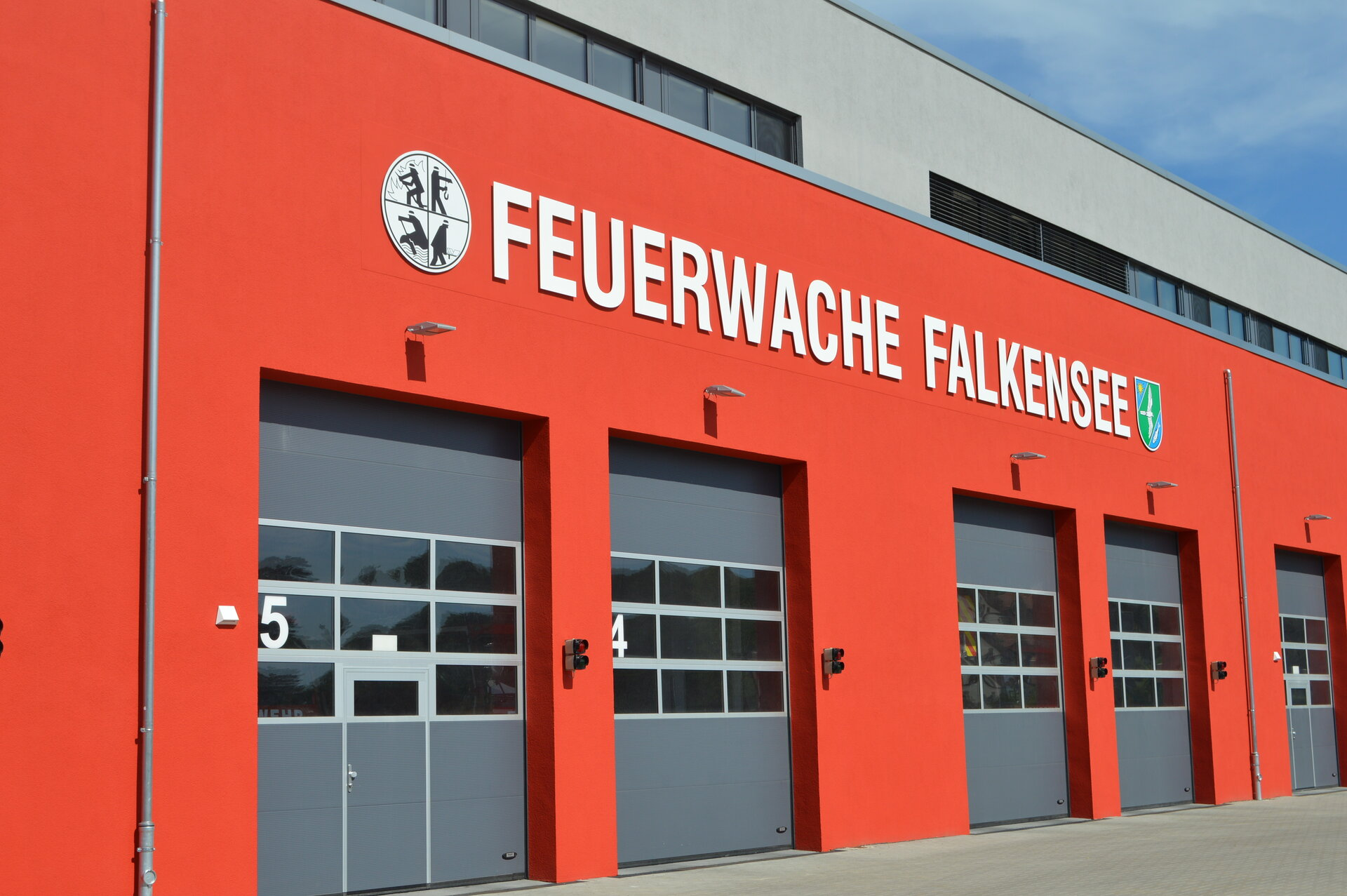 Das Bild zeigt die Falkenseer Feuerwache.