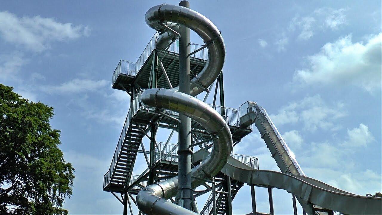 Der riesige Rutschenturm im Rugard-Park