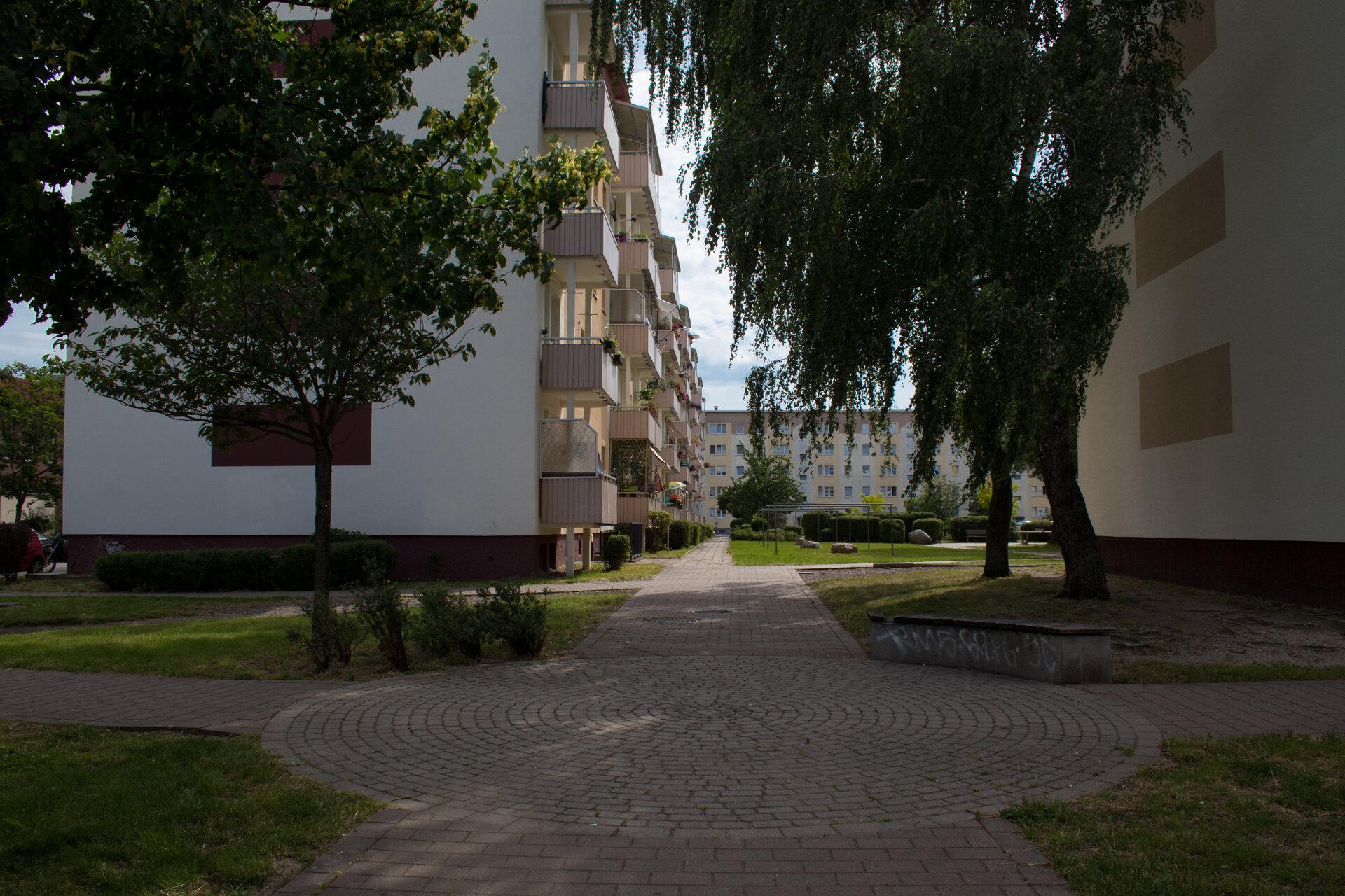 Brückenstr. 13-18 - Weg zum Innenhof