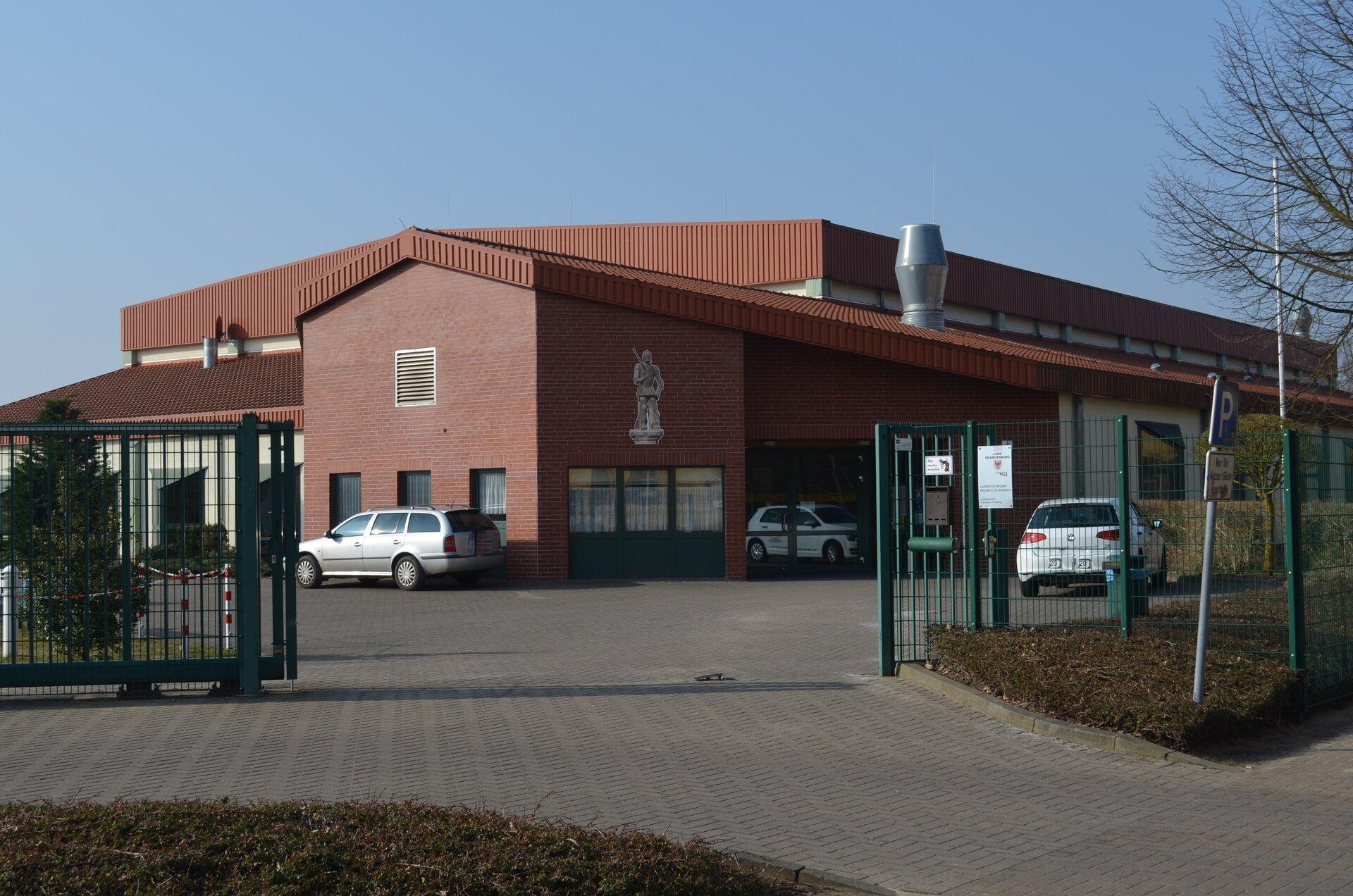 3-Felder-Rolandhalle inkl. Außensportanlagen