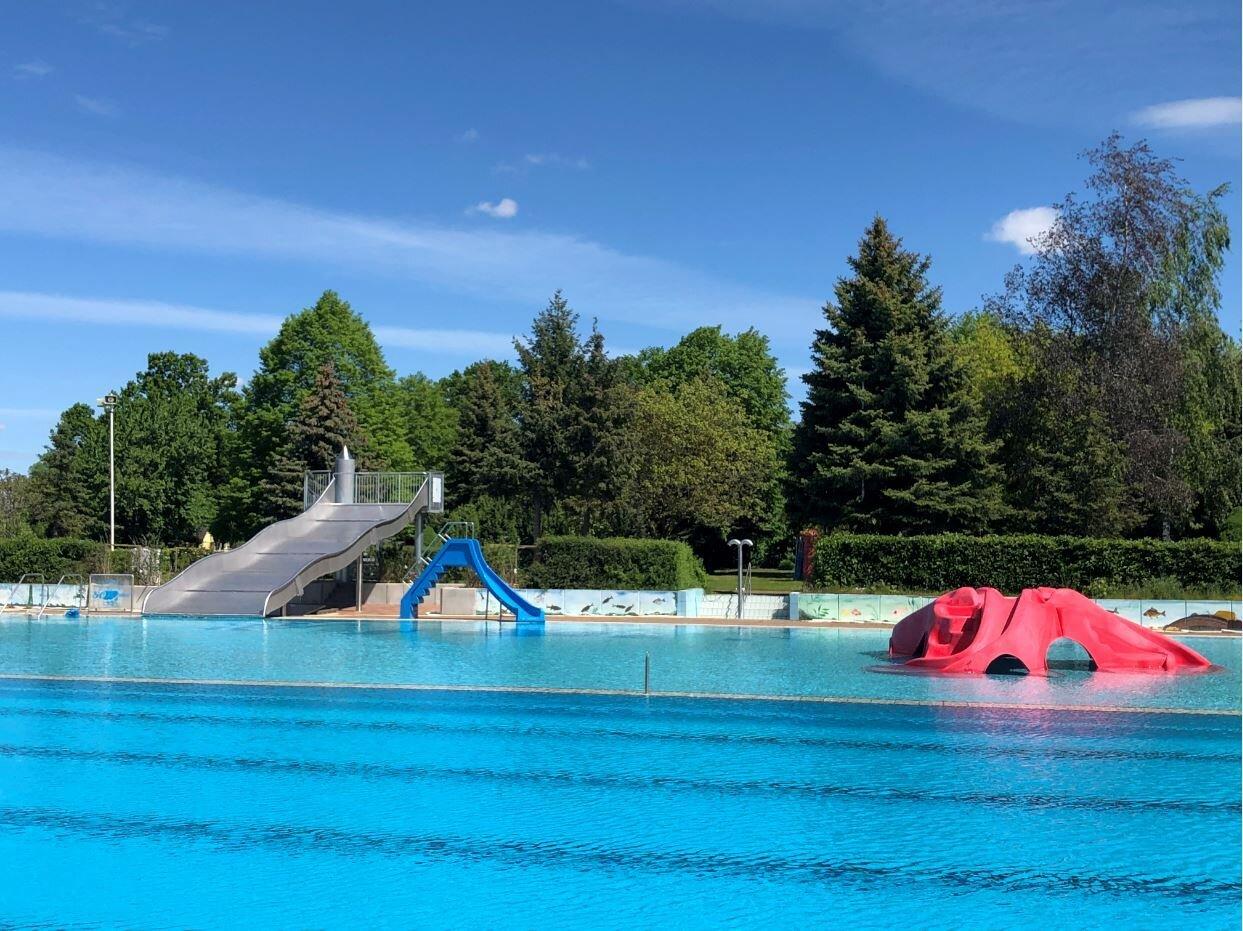 Breitwellenrutsche im Schwimmbad | Foto: GWG