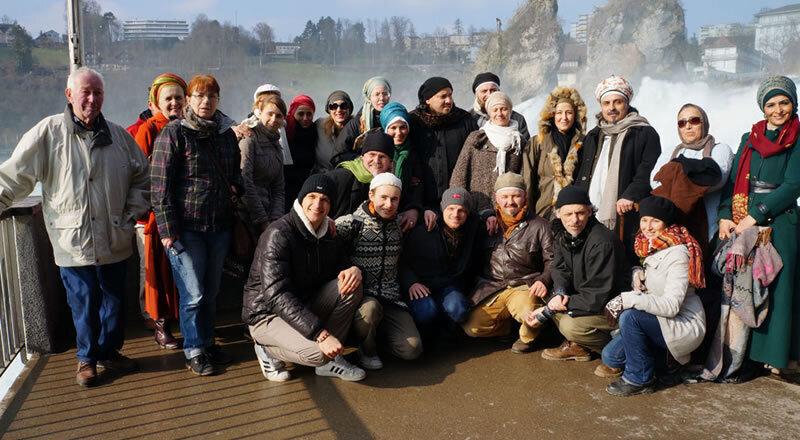 Gruppenbild vor Fluss